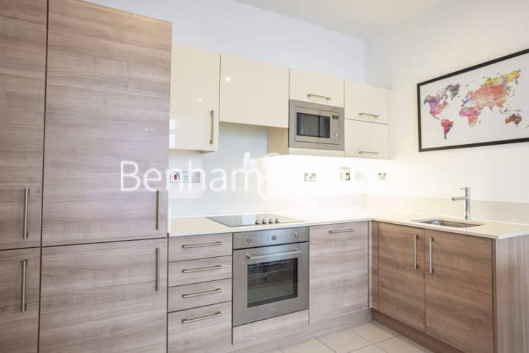 2 bedroom(s) flat to rent in Cornell Square, Nine Elms, SW8-image 2
