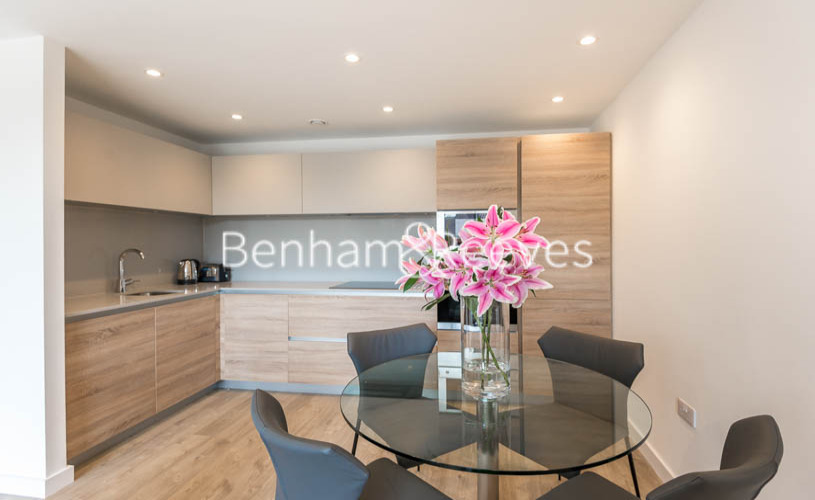 1 bedroom(s) flat to rent in Tooting High Street, Tooting, SW17-image 2