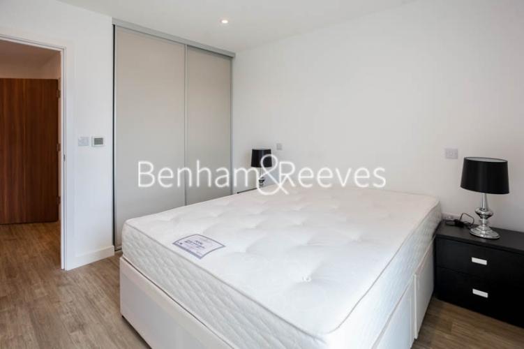 1 bedroom(s) flat to rent in Tooting High Street, Nine Elms, SW17-image 2
