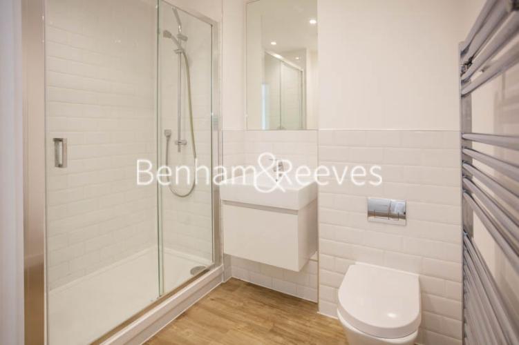 1 bedroom(s) flat to rent in Tooting High Street, Nine Elms, SW17-image 3
