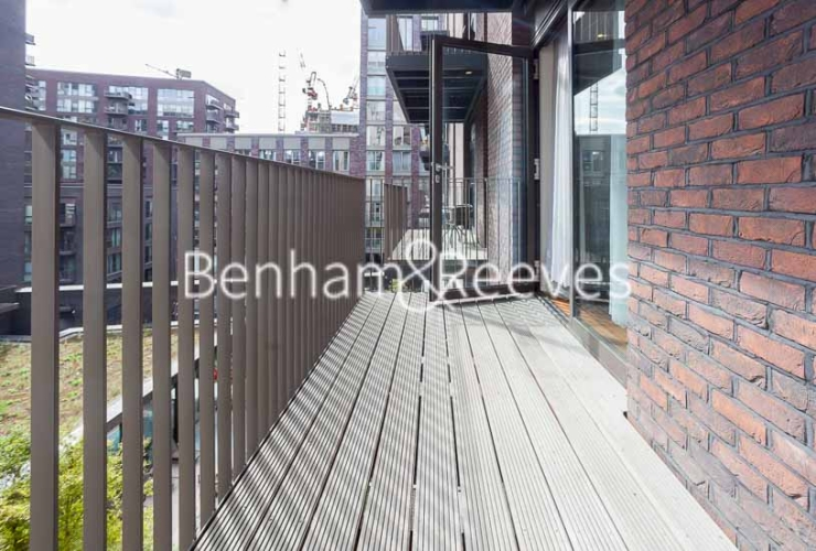 1 bedroom(s) flat to rent in Ambassador Building, New Union Square, SW11-image 5