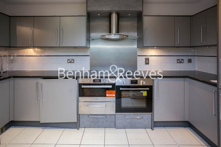 2 bedroom(s) flat to rent in St George's Wharf, Nine Elms, SW8-image 2