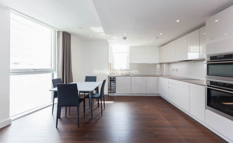 2 bedroom(s) flat to rent in Wandsworth Road, Nine Elms, SW8-image 3