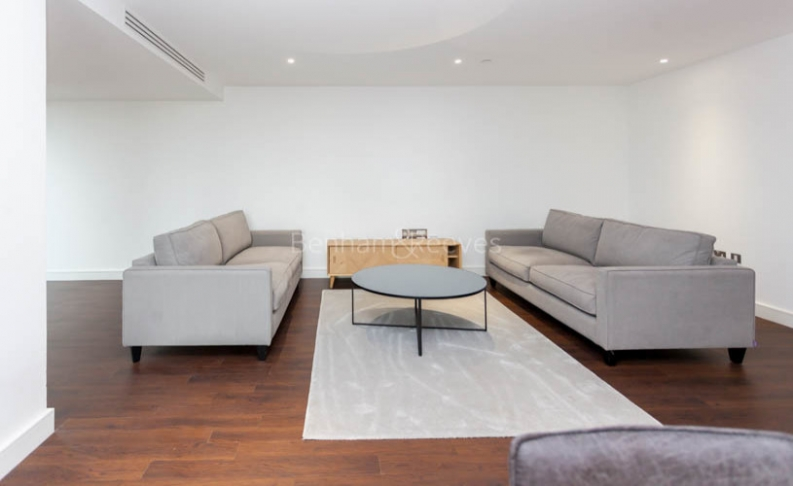 3 bedroom(s) flat to rent in Nine Elms Point, Nine Elms, SW8-image 1