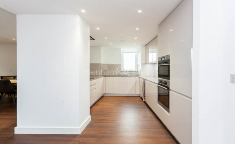 3 bedroom(s) flat to rent in Nine Elms Point, Nine Elms, SW8-image 8