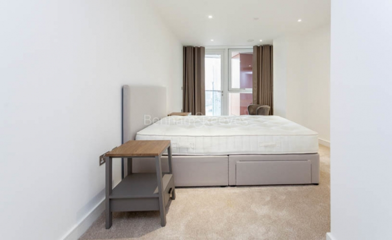 3 bedroom(s) flat to rent in Nine Elms Point, Nine Elms, SW8-image 10