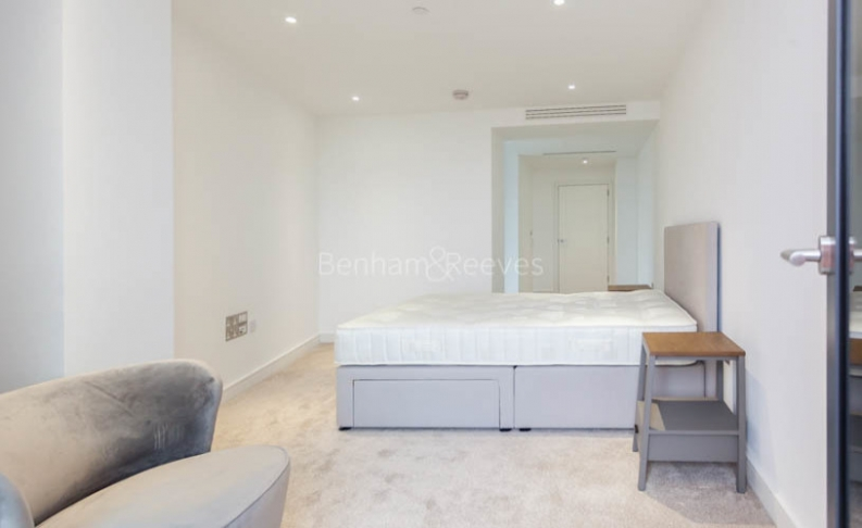 3 bedroom(s) flat to rent in Nine Elms Point, Nine Elms, SW8-image 11