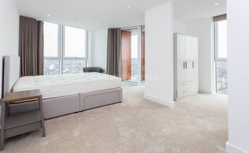 3 bedroom(s) flat to rent in Nine Elms Point, Nine Elms, SW8-image 13