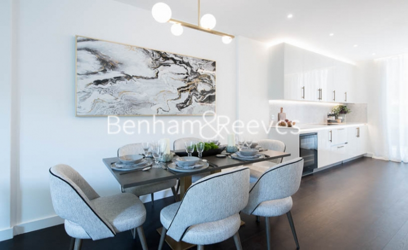3 bedroom(s) flat to rent in Thornes House, Charles Clowes Walk, SW11-image 2