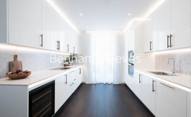 3 bedroom(s) flat to rent in Thornes House, Charles Clowes Walk, SW11-image 3