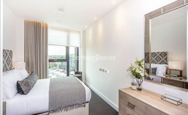 2 bedroom(s) flat to rent in Charles Clowes Walk, Nine Elms, SW11-image 10