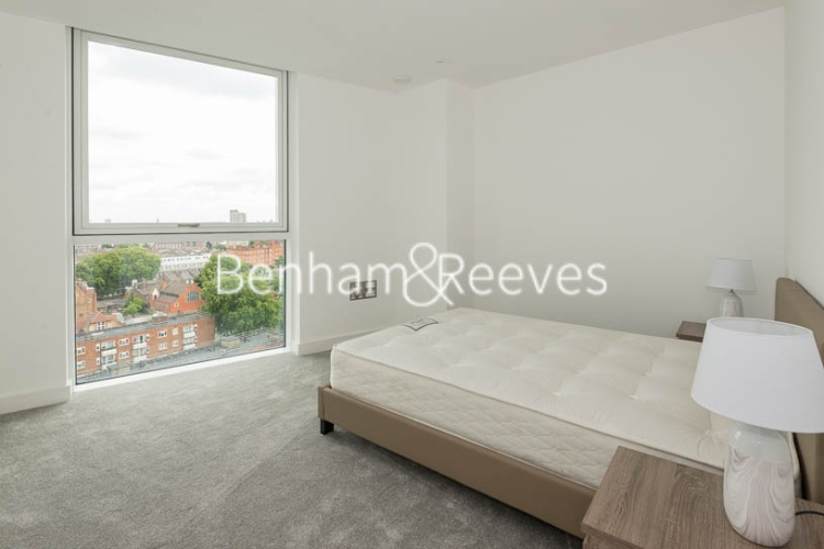 2 bedroom(s) flat to rent in Wandsworth Road, Nine Elms Point, SW8-image 3