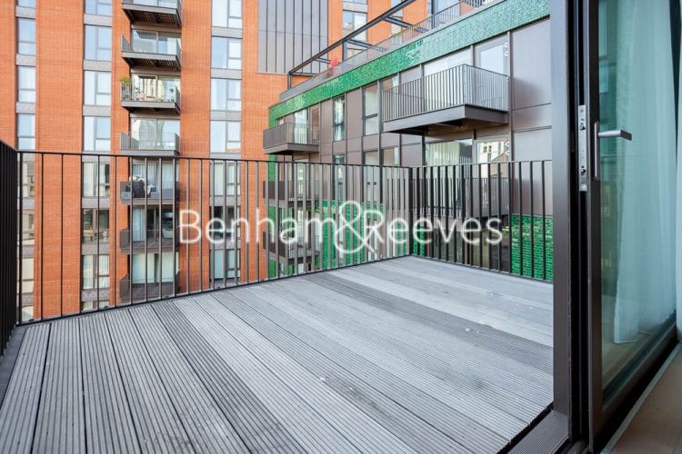 2 bedroom(s) flat to rent in Legacy Building, Viaduct Gardens, SW11-image 5