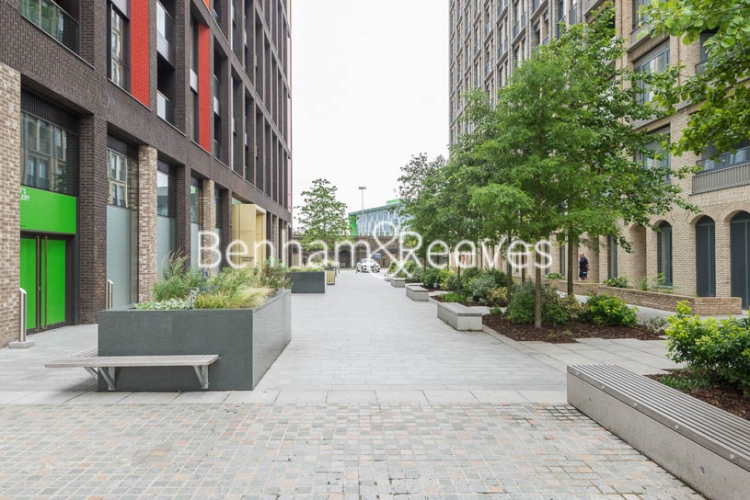 2 bedroom(s) flat to rent in Haines House, Charles Clowes Walk, SW11-image 7