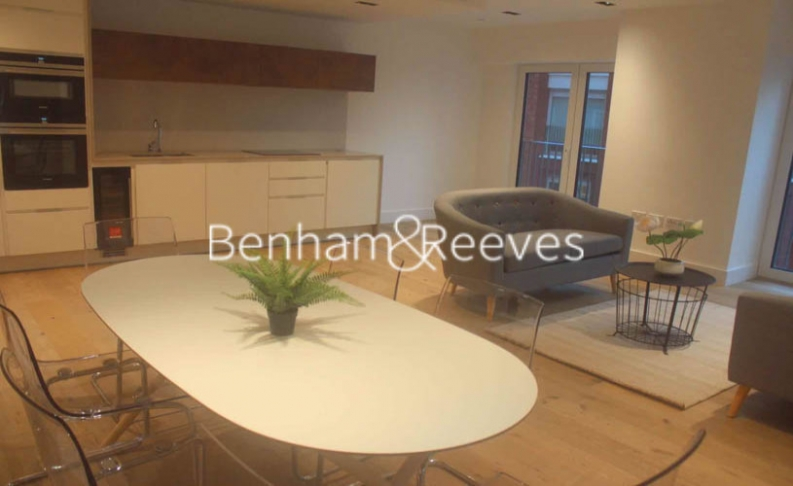 2 bedroom(s) flat to rent in Keybridge Tower, Exchange Gardens, SW8-image 2
