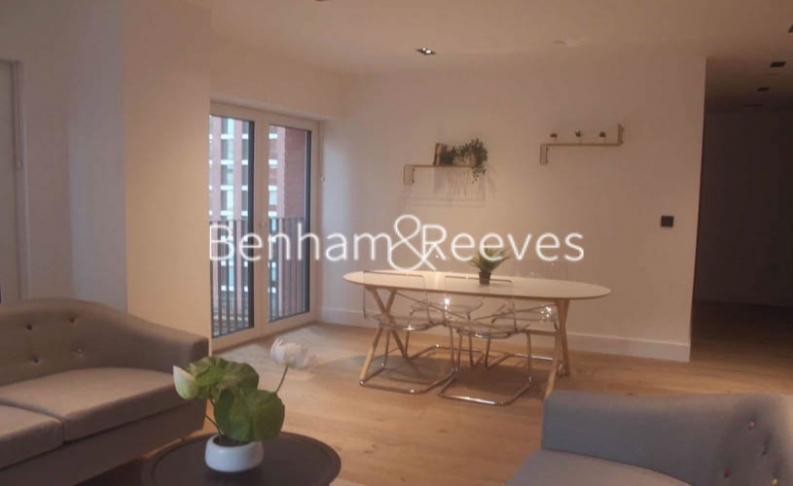 2 bedroom(s) flat to rent in Keybridge Tower, Exchange Gardens, SW8-image 3