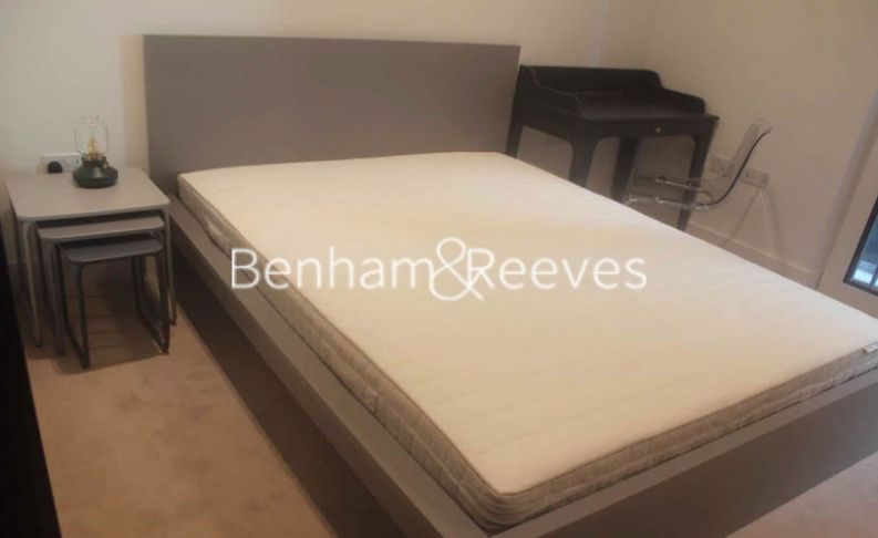 2 bedroom(s) flat to rent in Keybridge Tower, Exchange Gardens, SW8-image 4