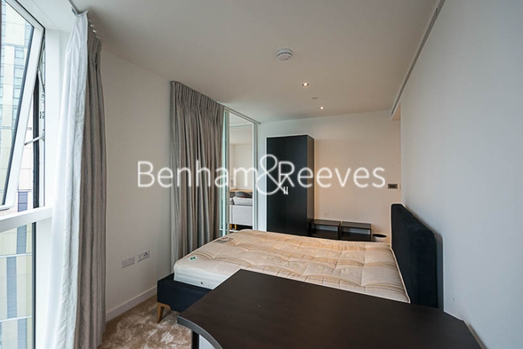 2 bedroom(s) flat to rent in Sky Gardens, Wandsworth Road, SW8-image 3