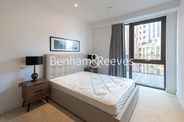 1 bedroom(s) flat to rent in Legacy Building, Viaduct Gardens SW11-image 4