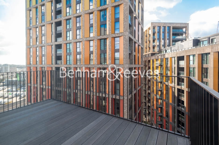 1 bedroom(s) flat to rent in Legacy Building, Viaduct Gardens SW11-image 7