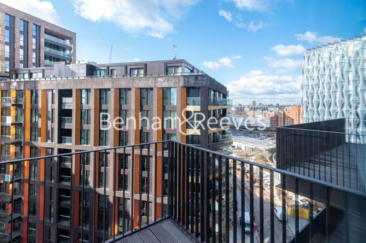 1 bedroom(s) flat to rent in Legacy Building, Viaduct Gardens SW11-image 8