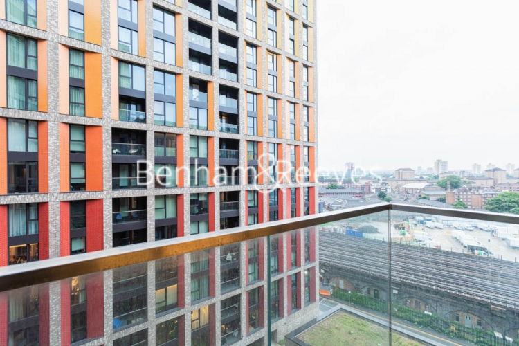 1 bedroom(s) flat to rent in Haines House, Nine Elms, SW11-image 12
