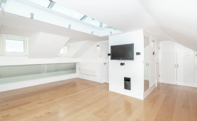 3 bedroom(s) flat to rent in Downside Crescent, Belsize Park, NW3-image 12