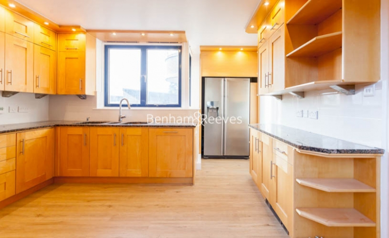 3 bedroom(s) flat to rent in Firecrest Drive, Hampstead, NW3-image 2