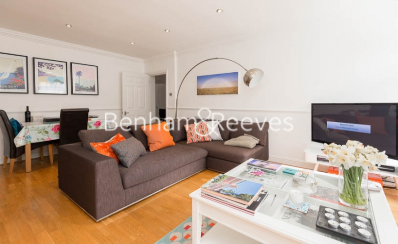 2 bedroom(s) flat to rent in Hogarth Court, North End Road, NW3-image 1