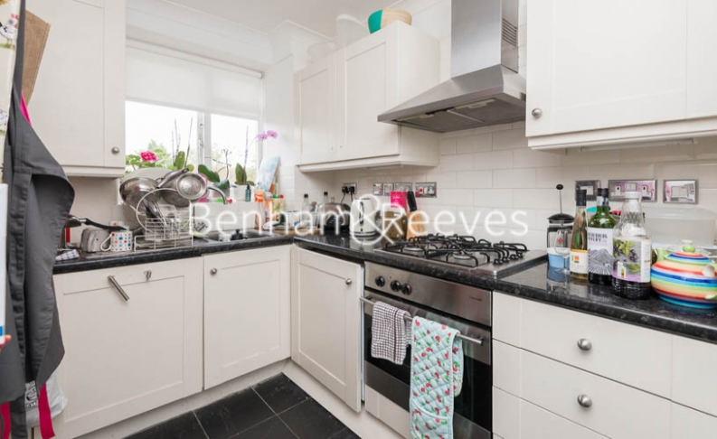 2 bedroom(s) flat to rent in Hogarth Court, North End Road, NW3-image 2