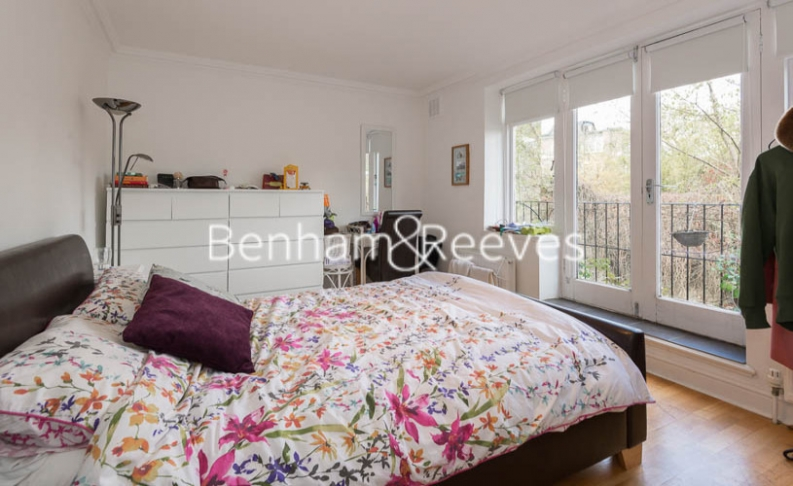 2 bedroom(s) flat to rent in Hogarth Court, North End Road, NW3-image 3