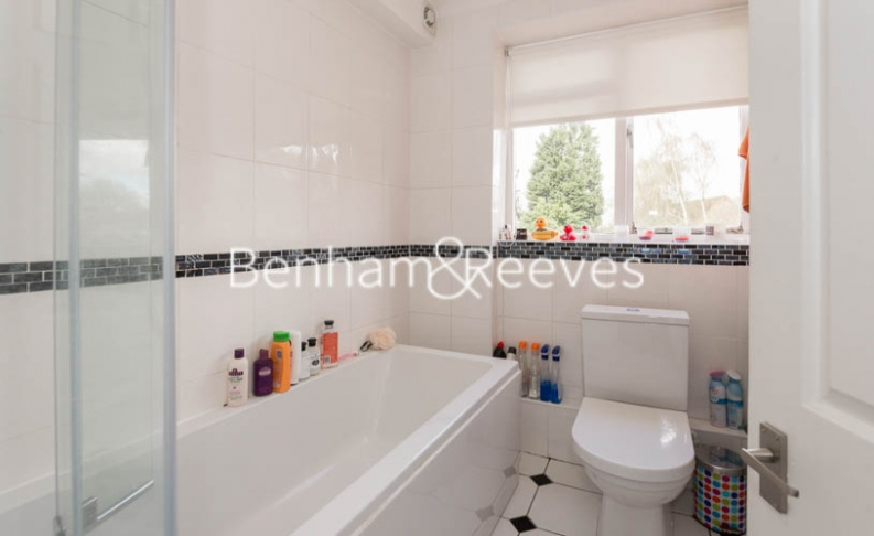 2 bedroom(s) flat to rent in Hogarth Court, North End Road, NW3-image 4