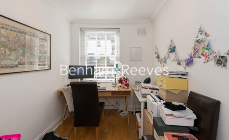 2 bedroom(s) flat to rent in Hogarth Court, North End Road, NW3-image 8