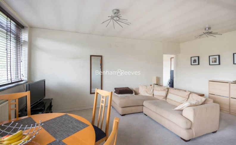 1 bedroom(s) flat to rent in Priory Road, West Hampstead, NW6-image 1