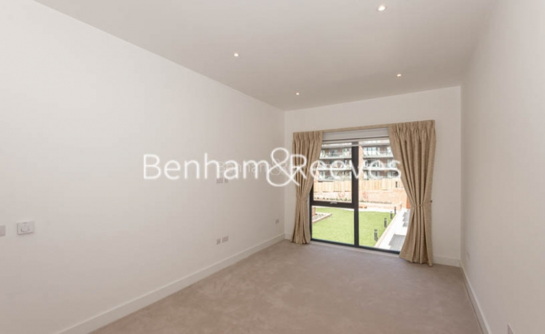 4 bedroom(s) flat to rent in Finchley Road, Golders Green, NW11-image 3