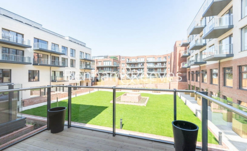 4 bedroom(s) flat to rent in Finchley Road, Golders Green, NW11-image 6