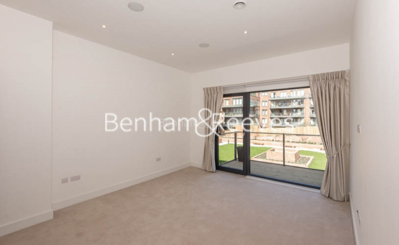 4 bedroom(s) flat to rent in Finchley Road, Golders Green, NW11-image 12