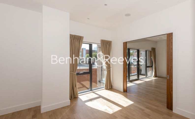 4 bedroom(s) flat to rent in Finchley Road, Golders Green, NW11-image 14
