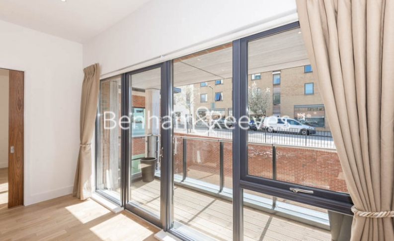 4 bedroom(s) flat to rent in Finchley Road, Golders Green, NW11-image 15