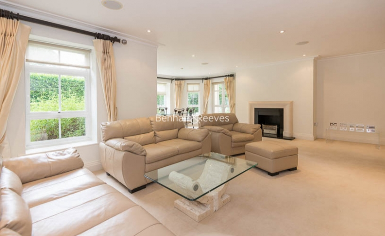 3 bedroom(s) flat to rent in Hampstead Way, Golders Green, NW11-image 1