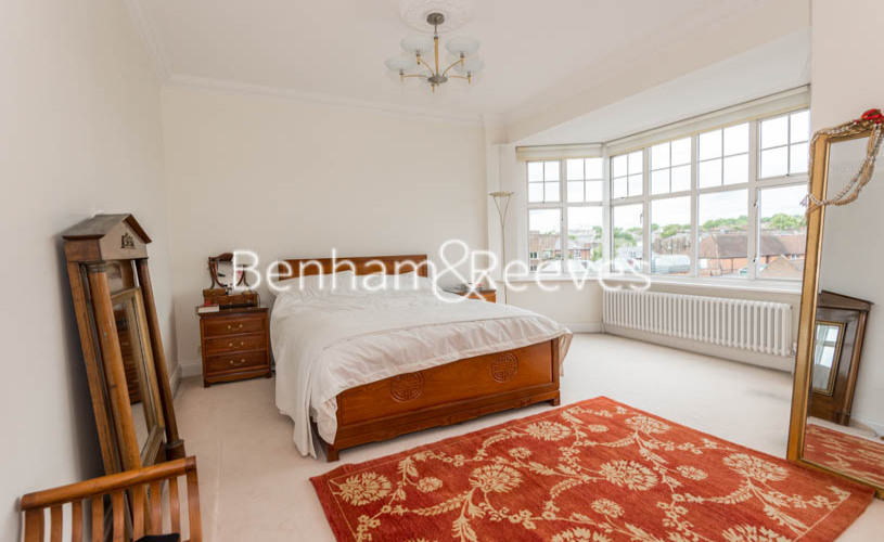 4 bedroom(s) flat to rent in Eton Court, Hampstead, NW3-image 4