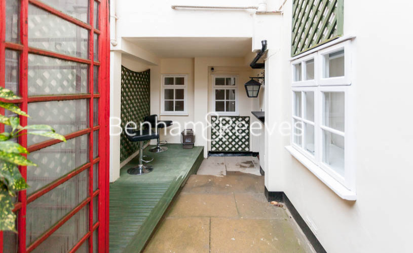 3 bedroom(s) flat to rent in Buckland Crescent, Belsize Park, NW3-image 5