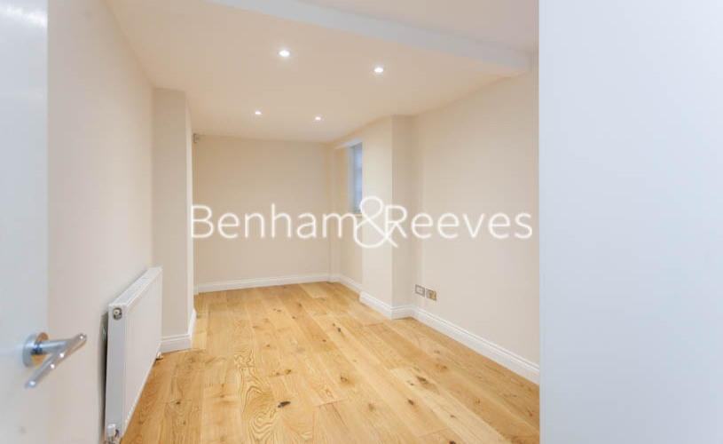 3 bedroom(s) flat to rent in Buckland Crescent, Belsize Park, NW3-image 11