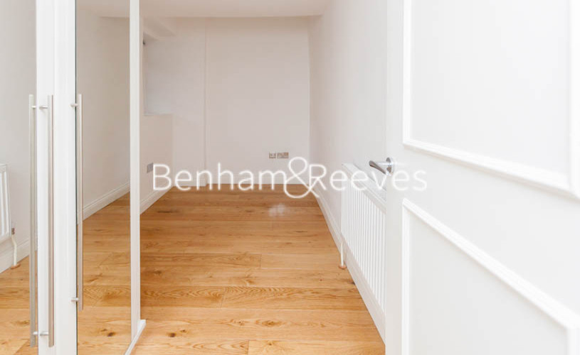 3 bedroom(s) flat to rent in Buckland Crescent, Belsize Park, NW3-image 13
