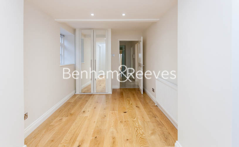 3 bedroom(s) flat to rent in Buckland Crescent, Belsize Park, NW3-image 16