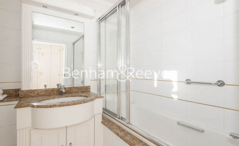 3 bedroom(s) flat to rent in Strathmore Court, Hampstead, NW8-image 4