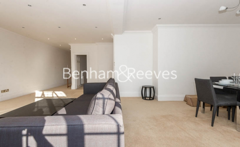 3 bedroom(s) flat to rent in Strathmore Court, Hampstead, NW8-image 5