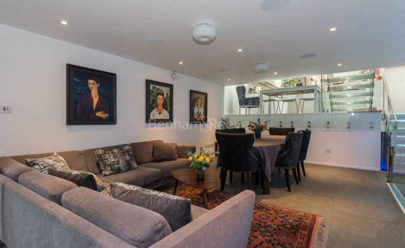 4 bedroom(s) house to rent in Trinity Walk, Hampstead, NW3-image 1