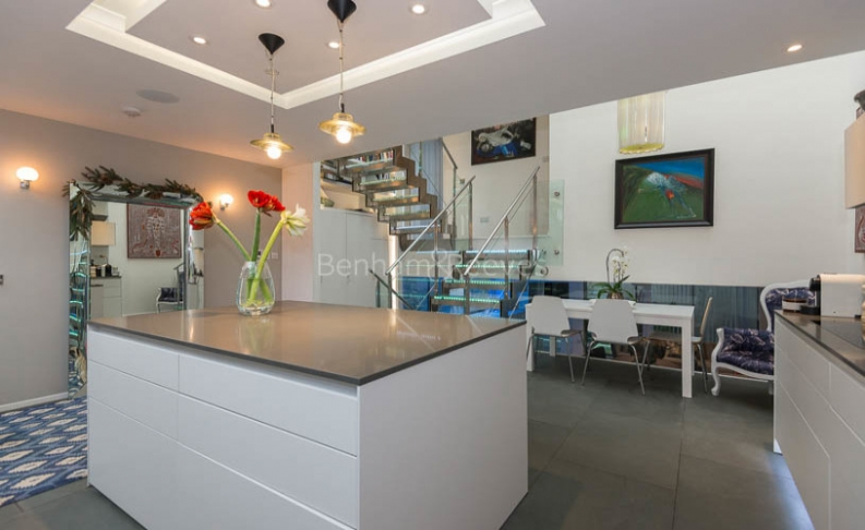 4 bedroom(s) house to rent in Trinity Walk, Hampstead, NW3-image 5