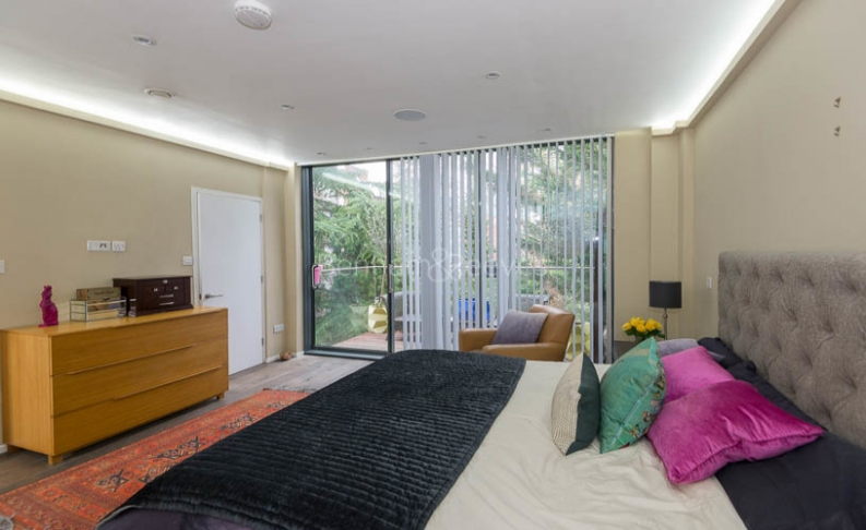 4 bedroom(s) house to rent in Trinity Walk, Hampstead, NW3-image 10